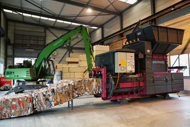 Recyceln – der Umwelt zuliebe: Die neue 60-Tonnen-Presse schafft Platz und verringert die Anzahl Strassenfahrten.