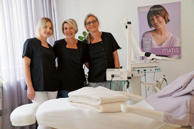 Im Dienste der Schönheit und zufriedener Kunden: Die Kosmetikerinnen Nicole Bertschi, Doris Probst und Brigitte Schäuble.