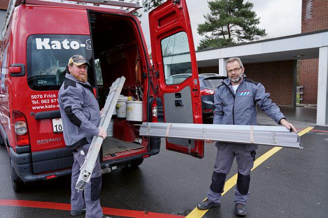 Hans Bucher (r.) und Christoph Schmutz sind ein eingespieltes Revisions- und Reparaturteam der Kato Storen AG in Frick.