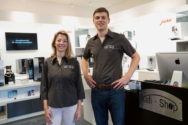 Sarah Metzger und Raphael Imhof sind die ersten Ansprechpersonen im Kafi-Shop an der Baslerstrasse in Laufenburg.