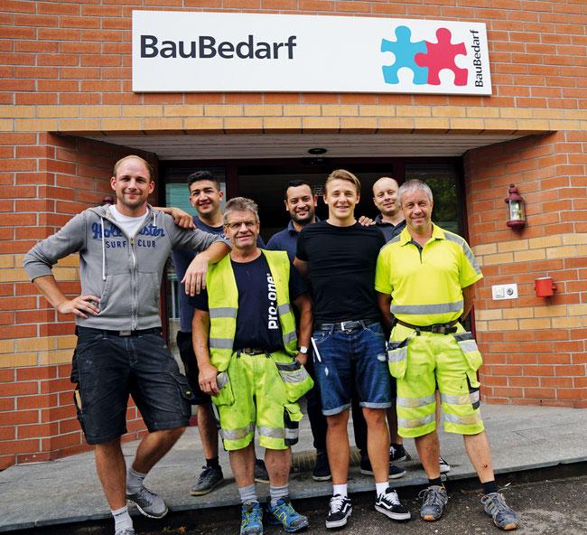 Wissen, worum's geht: Die Crew der BR Bauhandel AG in Frick mit Leiter Michel Wenger (Bildmitte hinten).