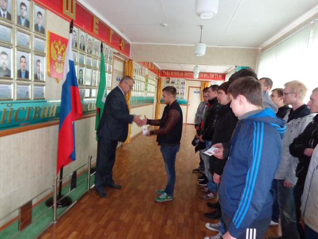 Вручение удостоверений и значков курсантам выполнившим нормы ГТО