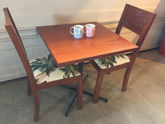 マホガニーメタルレッグテーブル