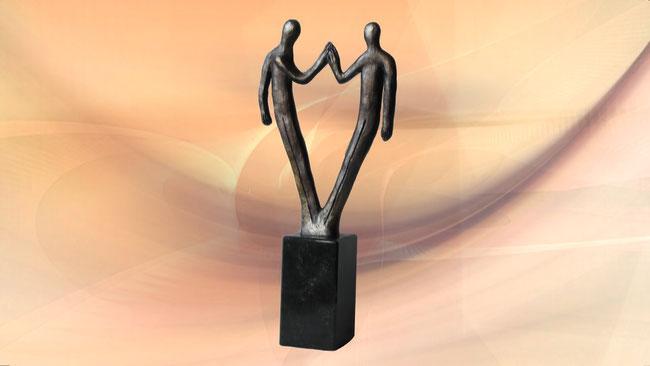 """Imposante Skulptur auf Marmor """"Für den gemeinsamen Erfolg"""""""