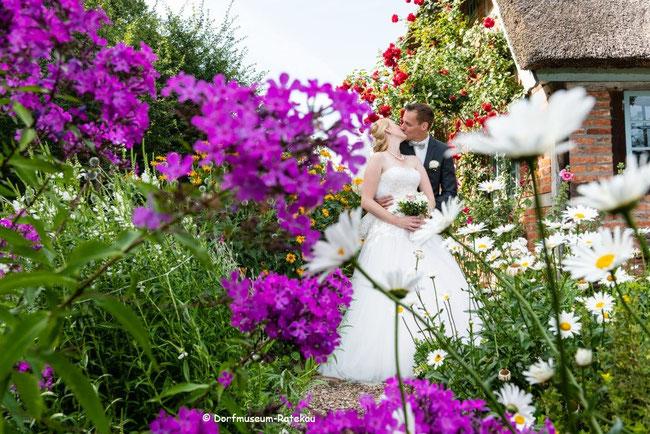 Der Garten  bietet einen stilvollen Rahmen für Ihre Hochzeitsfotos.