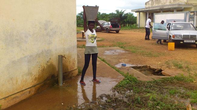 Recherche d'eau pour les activités sur le chantier