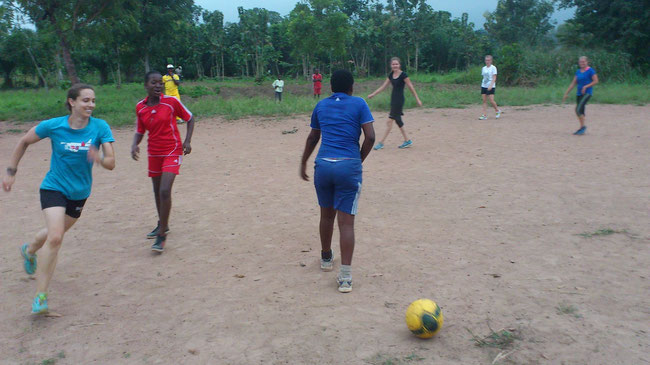 jeu de football dame au camp chaniter ETE 2015