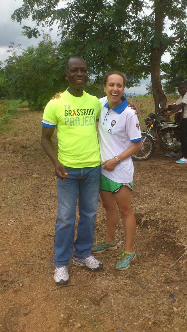 Mélissa Otterbein, la Volontaire  avec le Président de l'Association habillé au T-shirt de l'ONG Américaine