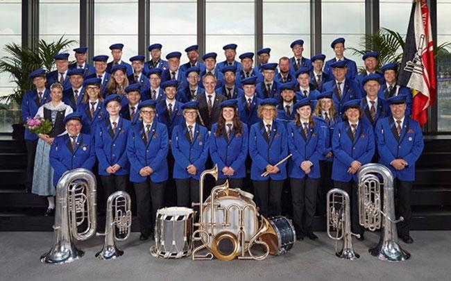 Gruppenbild ab Homepage der Harmoniemusik Näfels