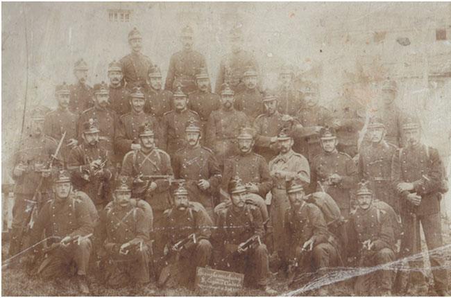 Erinnerungsbild aus dem Ersten Weltkrieg im Bündnerland, Onkel Joseph zweite Reihe ganz rechts.