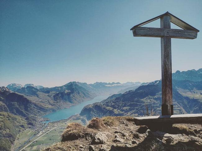 Fridlispitz - das Kreuz ist eine Arbeit von Fridolin Feldmann-Schwitter. (Foto:94103207_235266784215937_6466210683959194583_n)