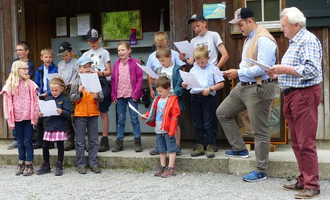 Die Bergschulkinder beim Bättruäff, erstmals durch Kinder vorgetragen.