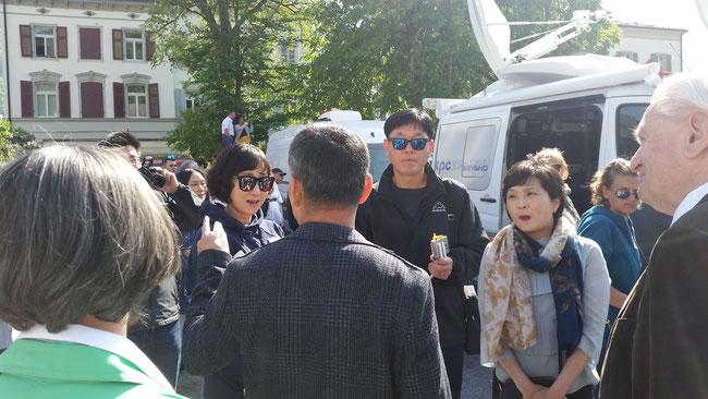 ... und plötzlich tauchte eine südkoreanische Parlamentariergruppe auf... in der Mitte des Bildes Dolmetscher und Reiseleiter Deokju Koh.
