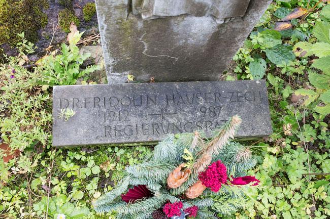 """Grabinschrift: """"Dr. Fridolin Hauser-Zech, 1912-1987, Regierungsrat"""""""
