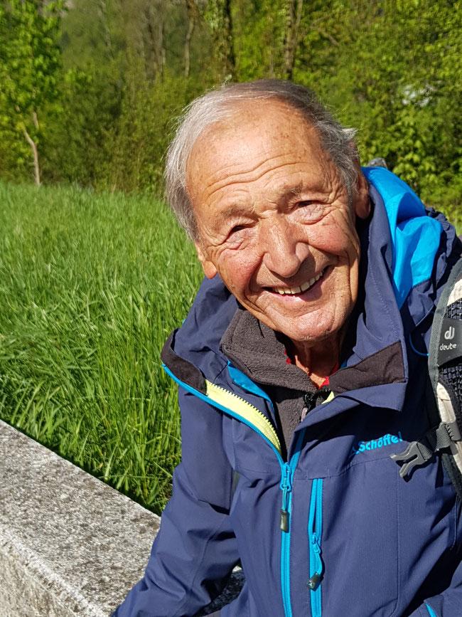 Willi, fotografiert von Dr. Peter Züger, Präsident der Astromonischen Gruppe Glarus, Erinnerung an gemeinsame Taten (Planetenweg Mollis). (Foto: Peter Züger)