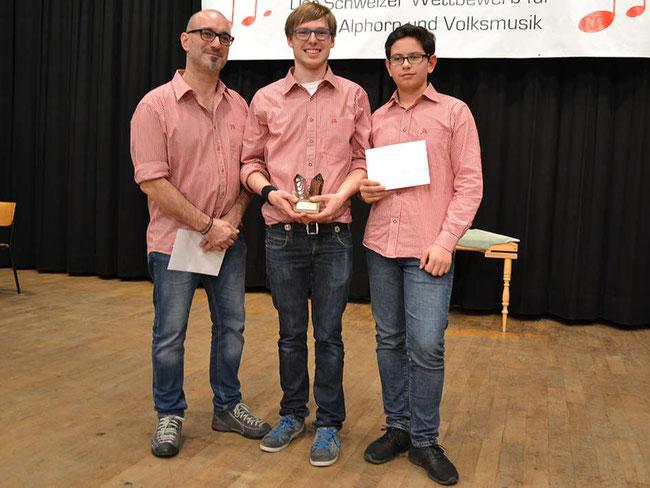"""Sie gewannen mit dem Siegerlied """"De König vo Näfels"""" den Nachwuchs-Musikwettbewerb in Huttwil anno 2016. (Foto: siehe Angabe unter (1))"""