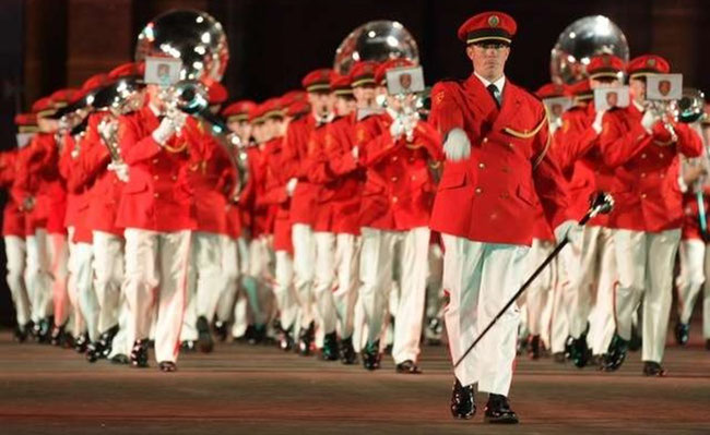 ...so in weisser Hose! (Archivbild: Swiss Army Central Band)