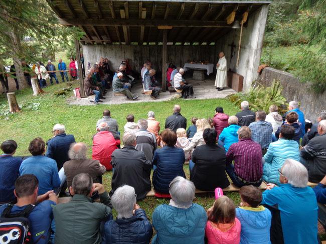Zur Verblüffung der meisten Anwesenden hatte sich über 100 Gottesdienstbesucher von Nah und Fern eingefunden.