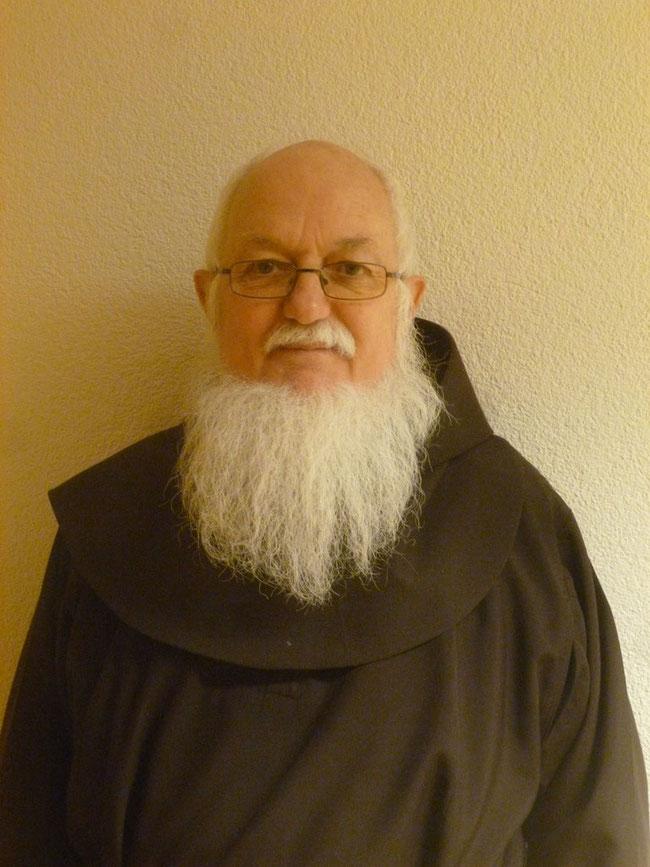 Peter Stocker, seit 2015 Br. Louis in Franziskanerkloster Näfels. Mit Stolz präsentiert er seinen weissen Bart, den schönsten in ganz Europa! (Foto: Franziskanerkloster Nàfels)