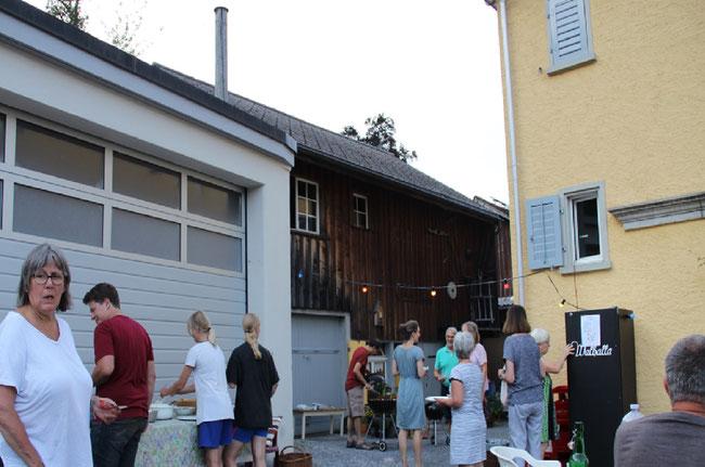 Der Gerbifest läuft an...Gastgeberin Nicole Müller links im Bild