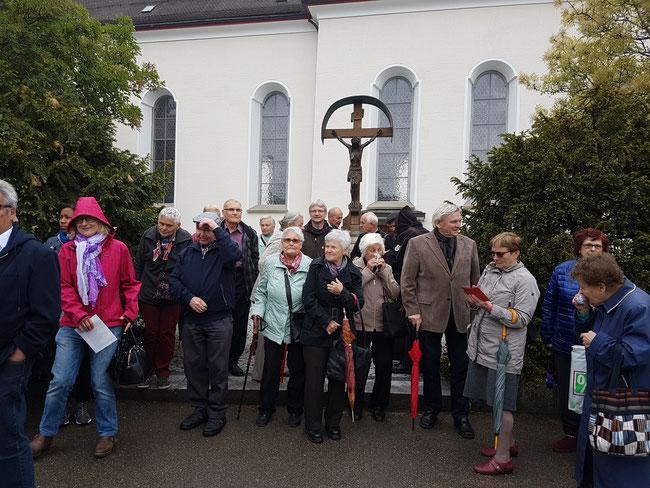 Die Reisegruppe nach dem Gottesdienst in der St. Peter und Paul Kirche Kirchberg SG