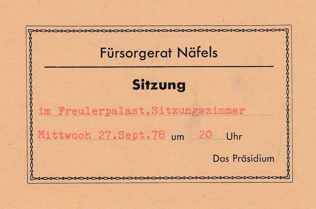 """Aufgebotskarte für Bertram Hauser, Mitglied des """"Waisenrats"""", später """"Fürsorgerats"""" vom 27. September 1978. Damals tagte die Fürsrogebehörde im """"Gemeinderats-Sitzungszimmer"""" im Freulerpalast."""