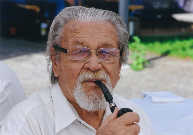 Hermman Schwitter, wie er leibte und lebte, mit dem treuen Begleiter, der Tabakpfeife. (Foto: Fridolin Schwitter, Sohn)