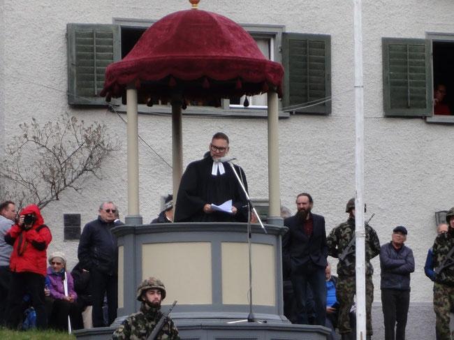Jedes Jahr abwechselnd predigt ein evangelisch-reformierter Pastor oder ein katholischer Geistlicher. (Foto: M. Hauser, Zug)