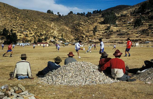 Bolivien, Titicacasee, Isla del Sol, Pukara, Fussball