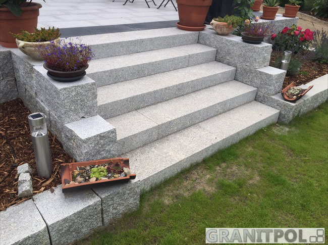 Berlin Blockstufen Granit aus Polen