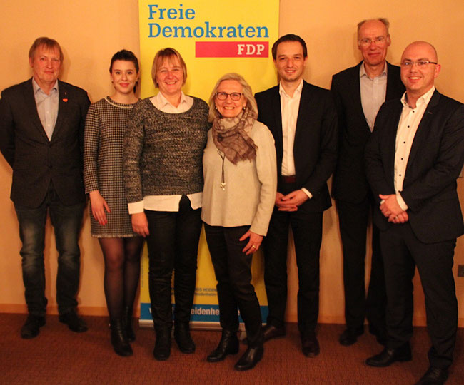 von links nach rechts: Klaus Bass ( Kreisvorsitzender) Klara Krägeloh ( Social Media Beauftragte ) Silke Leber ( Kreisschatzmeisterin); Zita Maier ( stellvt. Kreisvorsitzende ) MdB Benjamin Strasser; Ulrich Begemann ( Beisitzer ) Stefan Stutzmüller ( str)
