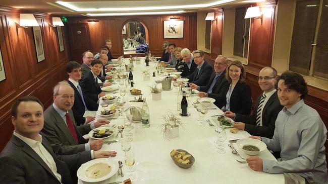 Teilnehmer der Gesprächsrunde mit Dr. Vogel in Paris