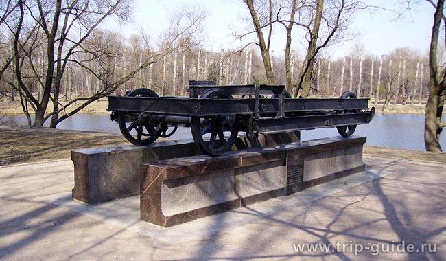 Парк Победы в Петербурге. Во время второй мировой тут был кирпичный завод, чьи печи использовались как крематорий. На фото вагонетка  для печей.  Сожжено около 600 000 человек.