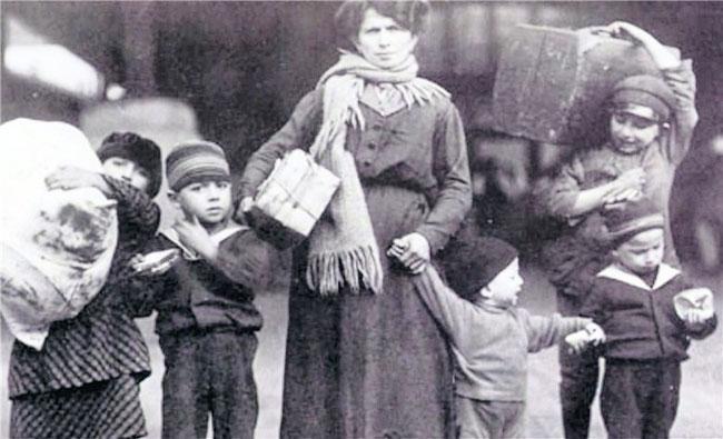Wir heißen euch hoffen: Zwischen 1820 und 1930 ließen sich rund 90 Prozent der rund sechs Millionen deutschen Immigranten in Amerika nieder. Auf unserem Bild warten Einwanderer um 1900 auf Ellis Island darauf, in die USA reisen zu dürfen.dpa
