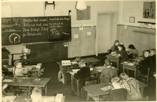 Eine Unterrichtsstunde 1953 im Schulneubau in Hattendorf: Das Foto ist eines von 120, die in der künftigen Sonderausstellung gezeigt werden sollen. Foto: Archiv