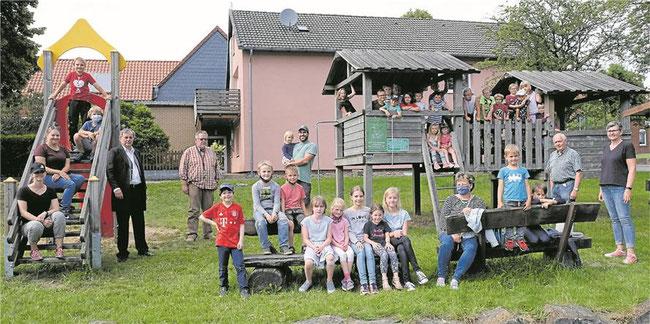 Kinder im Alter von fünf bis zwölf Jahren erkundeten das Heimatmuseum Auetal und den angrenzenden Spielplatz. Foto: tol