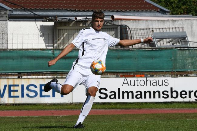 Alexander Sigl #20 machte mit seinem Tor den Deckel in Niederwinkling zu.
