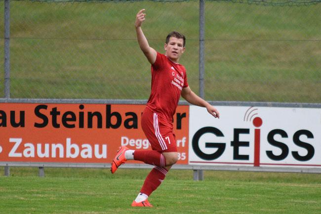 Tobias Biermeier jubelt nach dem 1:0