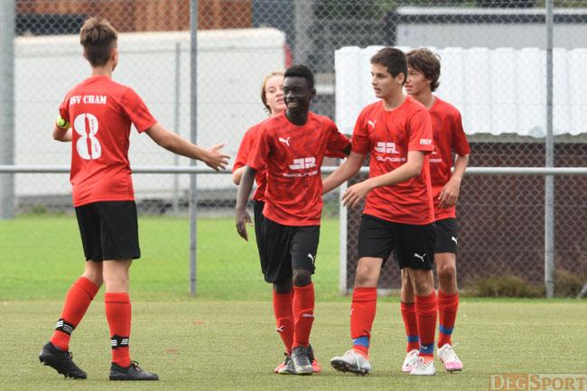 Ivan Mukulu Mbangi (in der Mitte) hatte viel Spaß beim Spiel