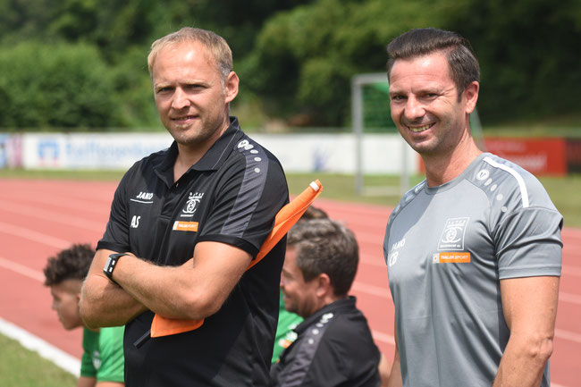 links: Cheftrainer Alexander Sipos, rechts: Co-Trainer Christian Bauer