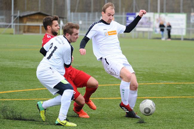 Testspiel gegen TSV Seebach: Jan Mara und Jiri Mares gegen Christoph Beck