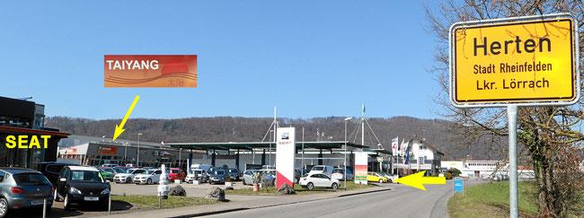Rheinfelden Herten, Einfahrt zum Parkplatz in der Bahnhofstrasse beim SEAT Autohaus