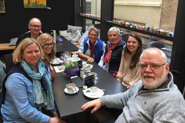 Friederike Pahl, Tanja Blum, Rainer Hosser, Barbara Kraus, Marianne Augsten, Janna Hauser und Klaus Hinkelmann (v. l. n. r.) - Foto: Barbara Kraus - Freiwilligen-Zentrum Augsburg