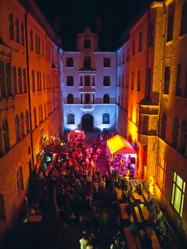 Konzerte im Bürgerhof 2017 - Freiwilligen-Zentrum Augsburg - Foto: Robert Hösle Illumination: Wolfgang F. Lightmaster