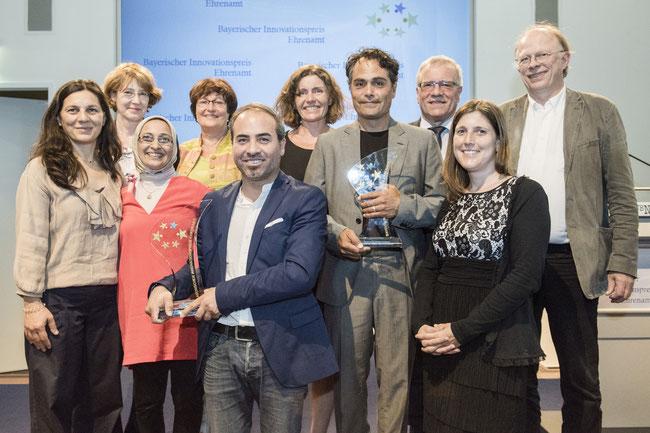 """Ausgezeichnete Ideen aus Augsburg - Wittelsbacher Grundschule und """"Tu was du kannst"""" mit dem Bayerischen Innovationspreis Ehrenamt 2016 ausgezeichnet! - Foto: StMAS/K. Heyer"""