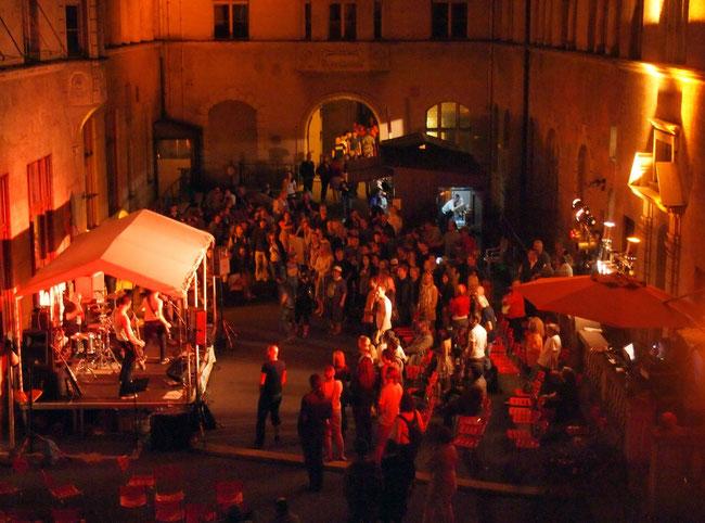 Konzerte im Bürgerhof 2012 - Freiwilligen-Zentrum Augsburg - Foto: Robert Hösle