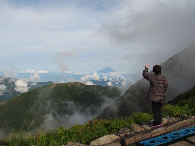 肩の小屋から富士山を望む。