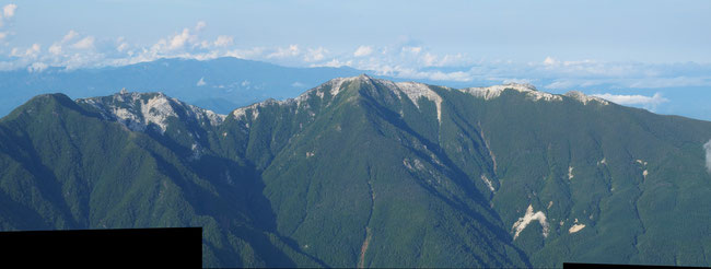 思い出多い鳳凰三山縦走も目の前に広がっています。