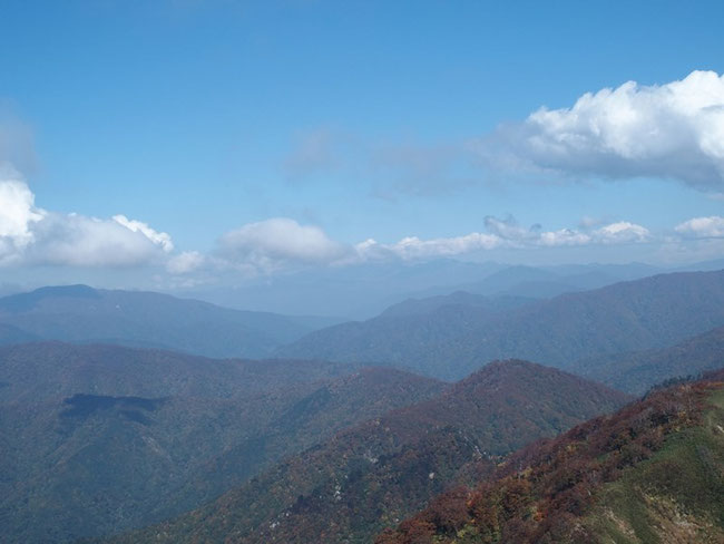 残念ながら白山山頂は雲隠れでした。山友が先日登って送ってくれた写真を思い出しながら飽きずに眺めていた