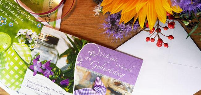 dekorative Anordnung von verschiedenen Grußkarten aus dem Sortiment von Greetings-for-you.de, Sonnenblume, Blume, Dekoration, Geburtstagsgrüße, Geburtstagskarte